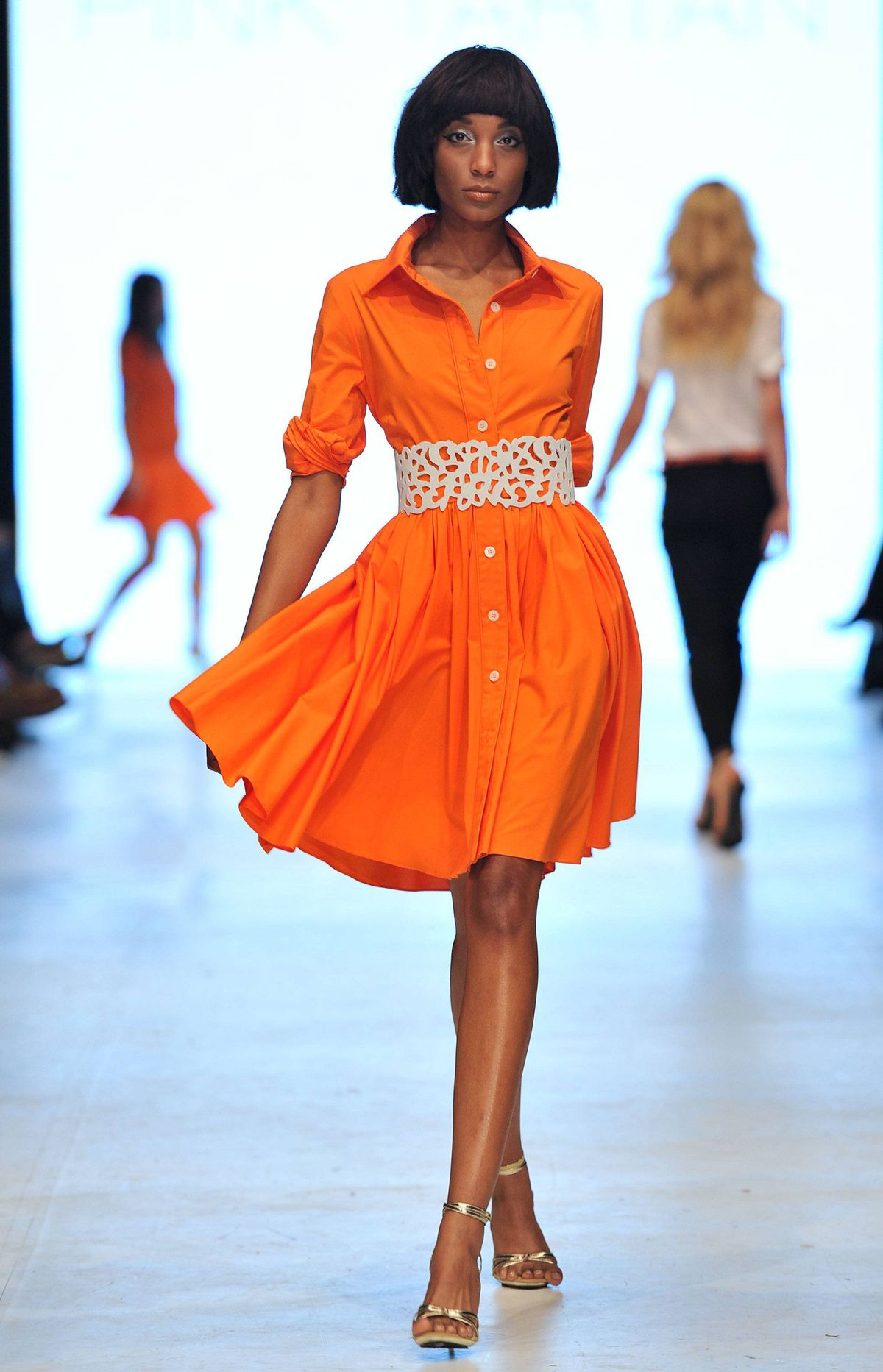 The trend carried over into the refreshed shirt dress: no more shapeless silhouettes - the spring staple got a swingy new look and was shown in marine blue and ripe-off-the-tree orange.