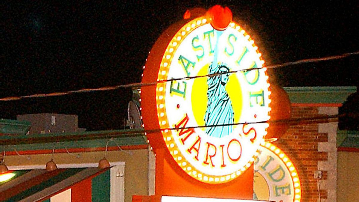 An East Side Mario's outlet in Quebec