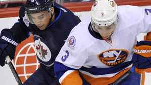 Winnipeg Jets' Evander Kane (L) battles for the puck with New York Islanders' Travis Hamonic during the first period of their NHL hockey game in Winnipeg December 20, 2011. REUTERS/Fred Greenslade