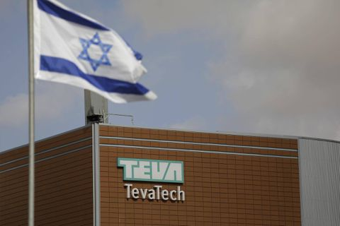 Teva Pharmaceutical Industries' (NYSE:TEVA) Hold Rating Reiterated at Wells Fargo & Company