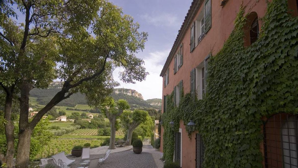 Maison No. 9 sits in gorgeous countryside near Cassis. In Cannes, such luxury would be twice as expensive.