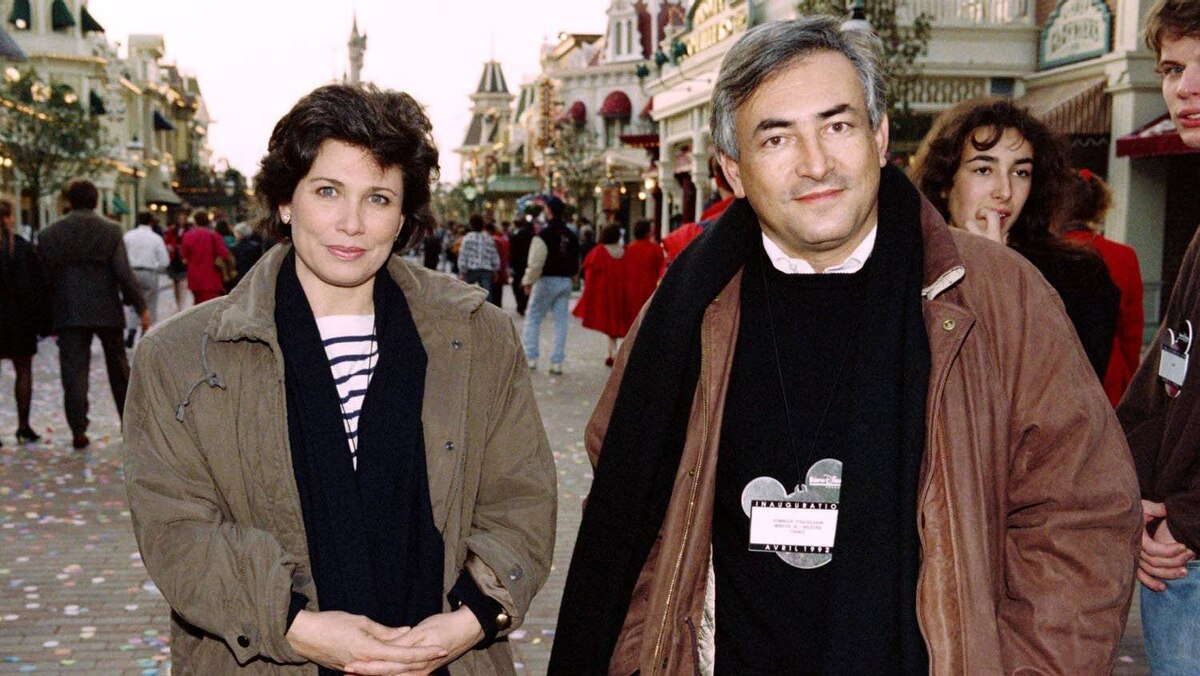 French junior minister in charge of industry Dominique Strauss-Kahn and his wife, journalist Anne Sinclair, pose during the inauguration of Eurodisneyland on April 11, 1992, in Marne-la-Vallee.