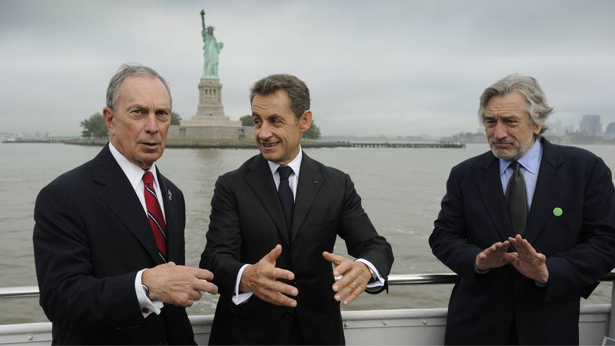 French President Nicolas Sarkozy (C) talks with New York Mayor Michael Bloomberg (L) and US actor Robert de Niro (R) as they travel to the celebration of the 125th anniversary of the Statue of Liberty on September 22, 2011 in New York.