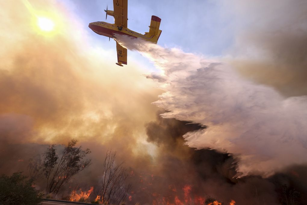 In photos: California blazes spread as town of Paradise is searched