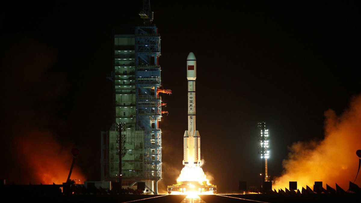 The Long March II-F rocket loaded with China's unmanned space module Tiangong-1 lifts off from the launch pad in the Jiuquan Satellite Launch Center, Gansu province September 29, 2011.