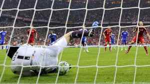 Chelsea's goalkeeper Petr Cech saves a penalty against Bayern Munich's Arjen Robben (L) during their Champions League final soccer match at Allianz Arena in Munich May 19, 2012. REUTERS/Dylan Martinez