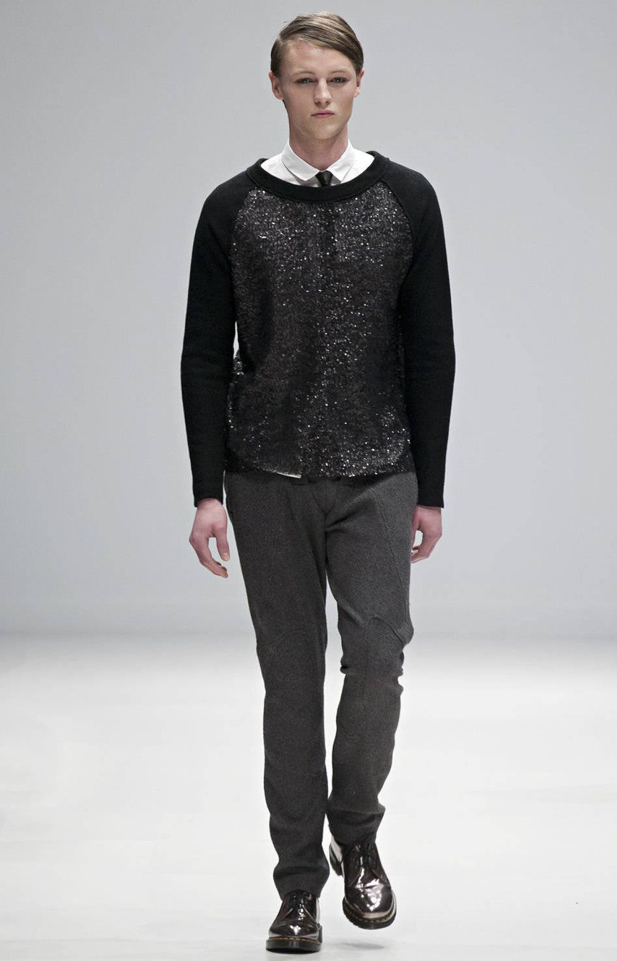 The label paid tribute to its Eve's rib philosophy: The line started out after the success of the women's wear. Naturally, it's okay to borrow from the ladies. Sequins, which appeared on casual tops, managed to look masculine and completely wearable.