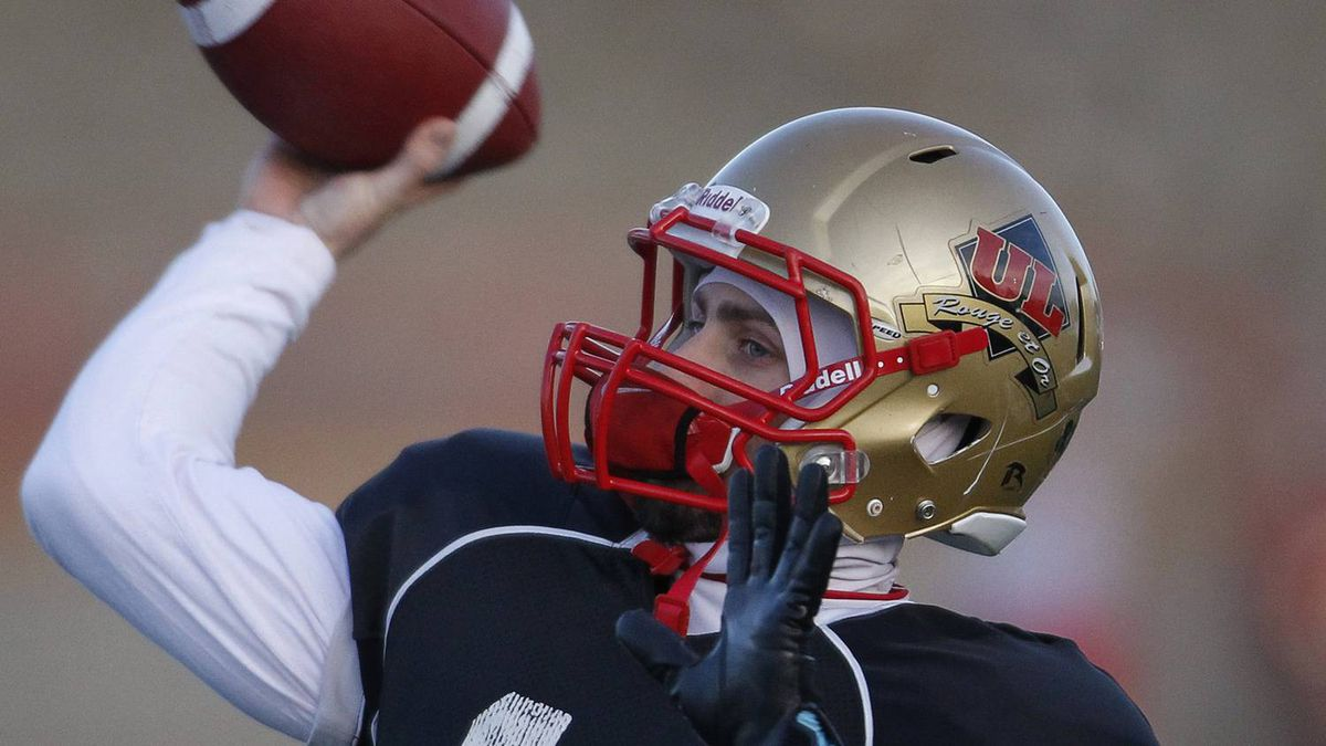 Laval University Rouge et Or quarterback Bruno Prud'homme throws a pass during the team practice at Laval University in Quebec City, November 25, 2010. The Rouge et Or will play the University of Calgary Dinos for the Vanier Cup on November 27. REUTERS/Mathieu Belanger