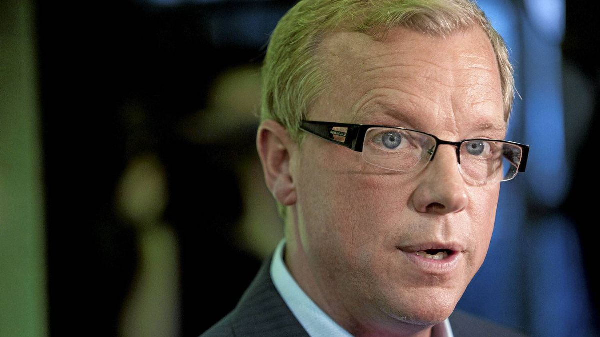 Saskatchewan Premier Brad Wall speaks to supporters in Saskatoon on Oct. 10, 2011. Wall asked the lieutenant-governor to dissolve the legislature and send voters to the polls on Nov. 7.