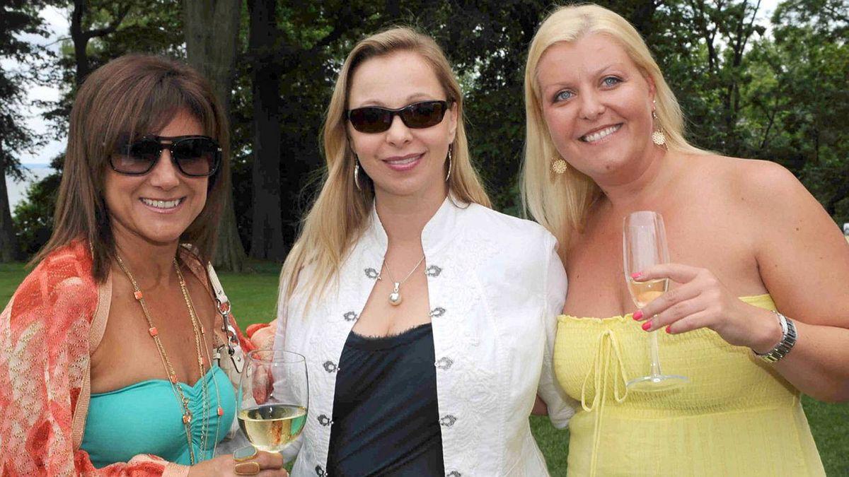 Tina MacCormac, Shelagh Howard and Kelly Barrett at the Walrus Foundation Garden party.