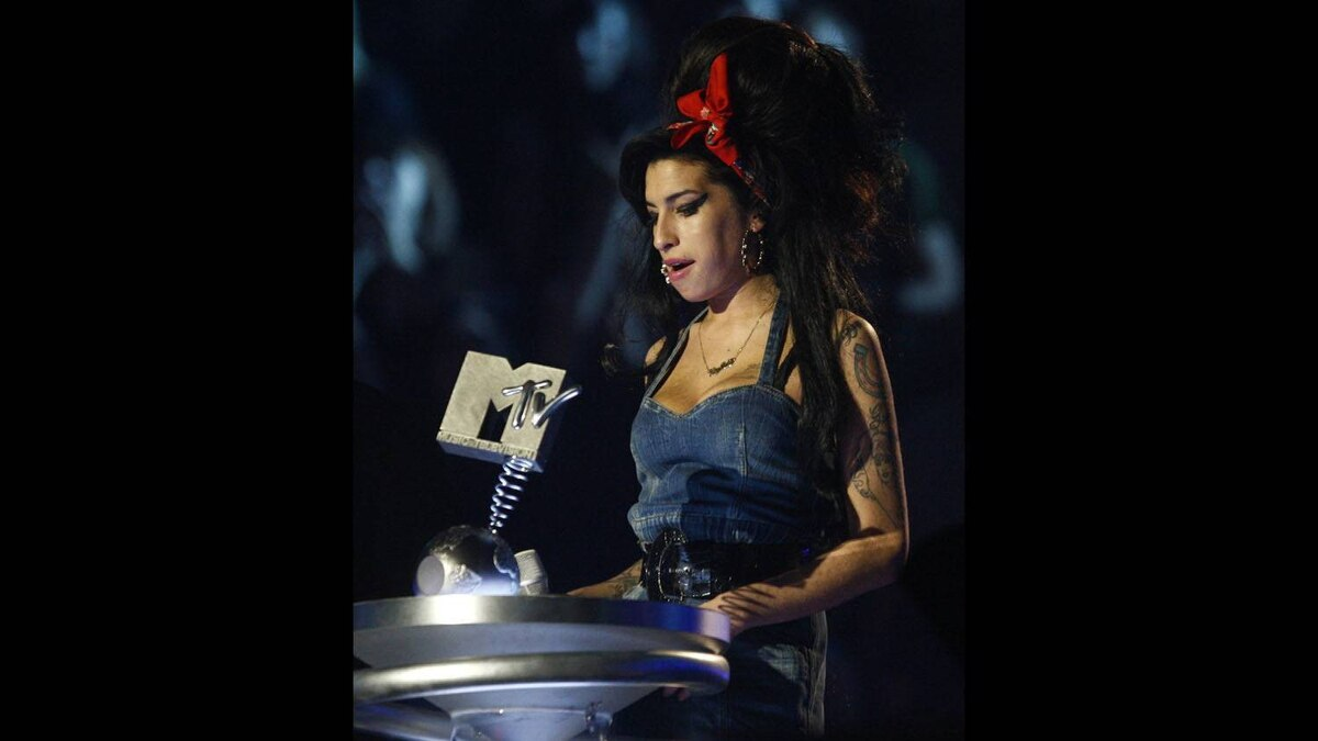 Amy Winehouse accepts an 'Artist's choice' award at the MTV Europe Awards in Munich on Nov. 1, 2007.