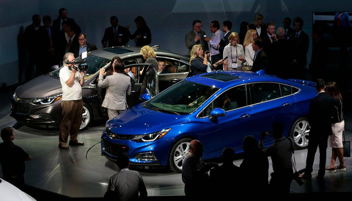 Gm Unveils Sleeker Chevy Cruze Hoping To Topple Canada S