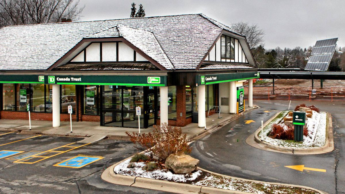 TD Bank's London branch does not face south – the preferred orientation for solar panels – so they had to be mounted to follow the sun to generate enough electricity.
