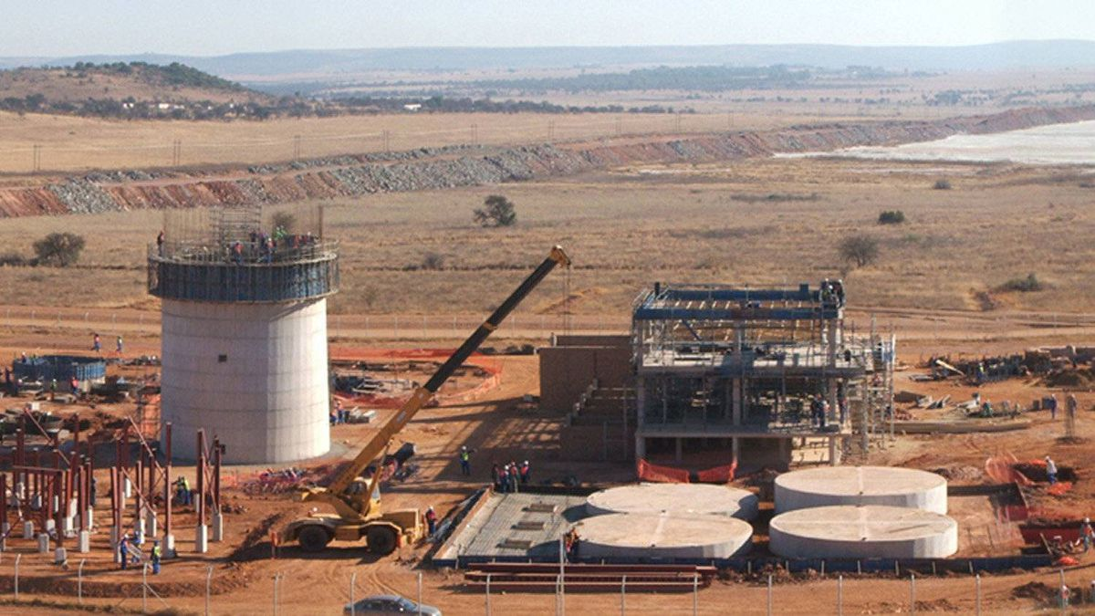This handout photo received 13 February 2007 courtesy SXR Uranium One Inc. in Toronto, shows the SXR Uranium One Dominion processing plant in Klerksdorp, South Africa. Canadian mining group SXR Uranium