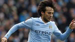 Manchester City's David Silva runs with the ball during their English Premier League soccer match against Wolverhampton Wanderers at the Etihad Stadium in Manchester, northern England October 29, 2011. REUTERS/Phil Noble