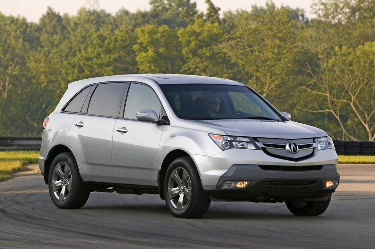 buying used luxury suvs for under 20 000 the globe and mail. Black Bedroom Furniture Sets. Home Design Ideas