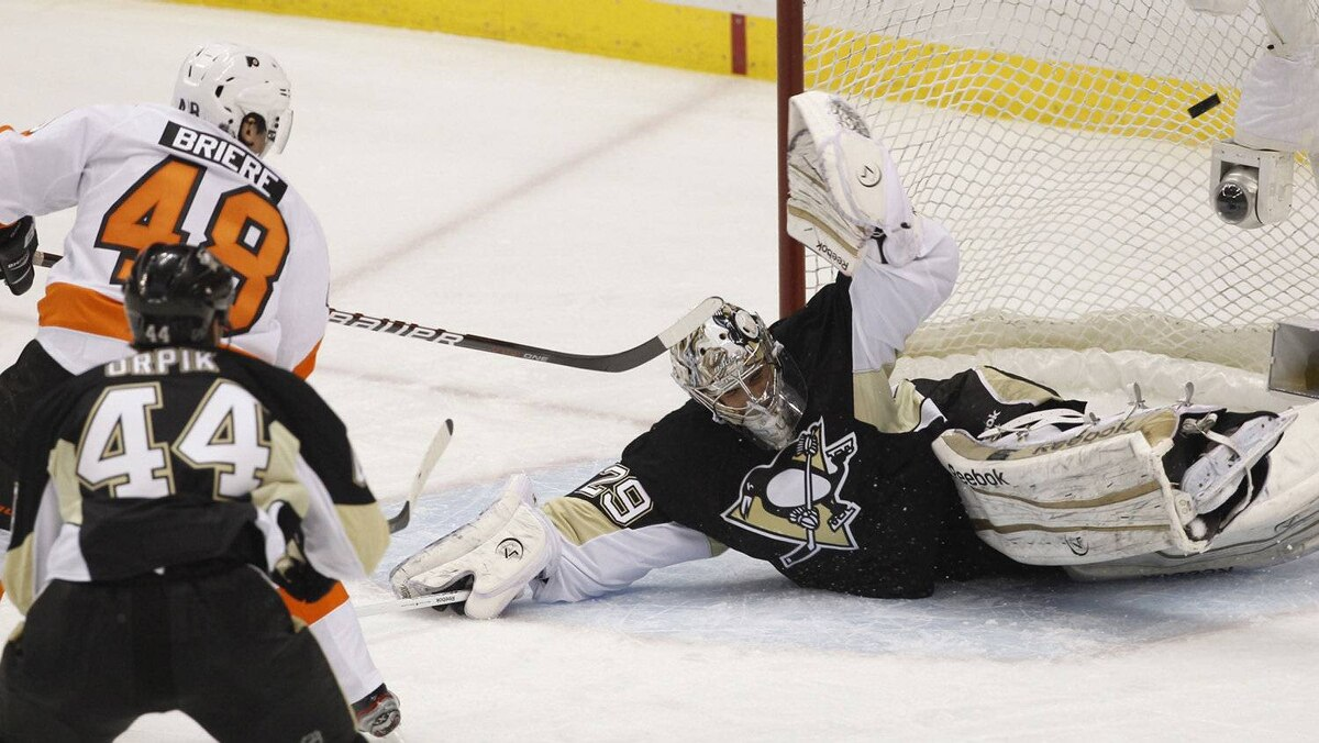 Philadelphia Flyers' Danny Briere (48) scores against Pittsburgh Penguins goalie Marc-Andre Fleury (29) in the second period of Game 1 in Pittsburgh, Pennsylvania, April 11, 2012.