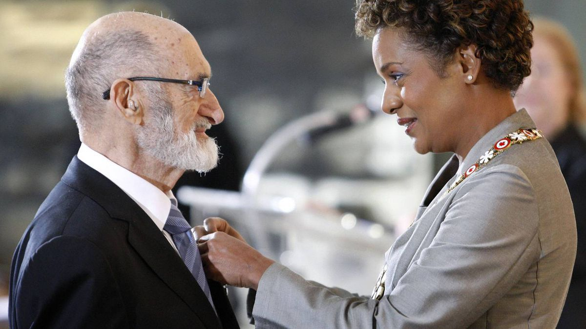 Henry Morgentaler, left, is awarded the rank of Member in the Order of Canada by Governor General Michaelle Jean at the Citadelle in Quebec City, October 10, 2008.