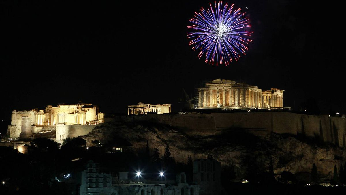 Fireworks explode over the temple of the Parthenon atop the hill of the Acropolis during New Year's day celebrations in Athens January 1, 2012.