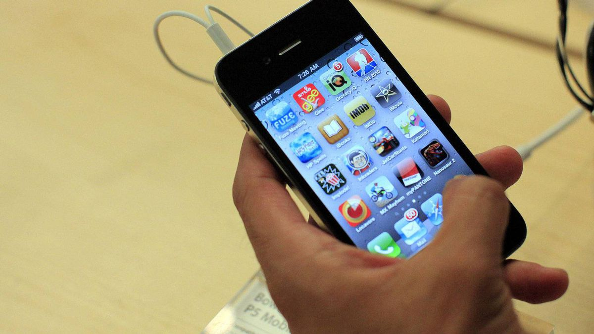 A customer looks at an iPhone 4 at the Apple Store 5th Avenue in New York June 24, 2010.