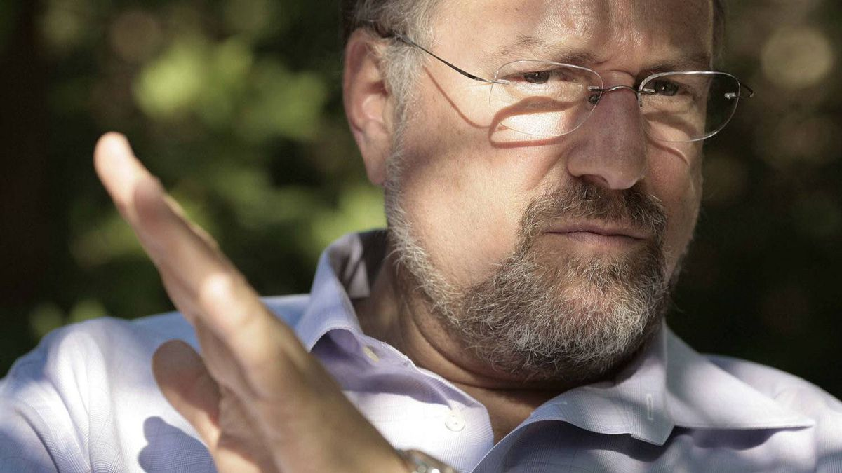 Xstrata CEO Mick Davis was rebuffed by Anglo American in 2009 when he offered the company a 'merger of equals.'