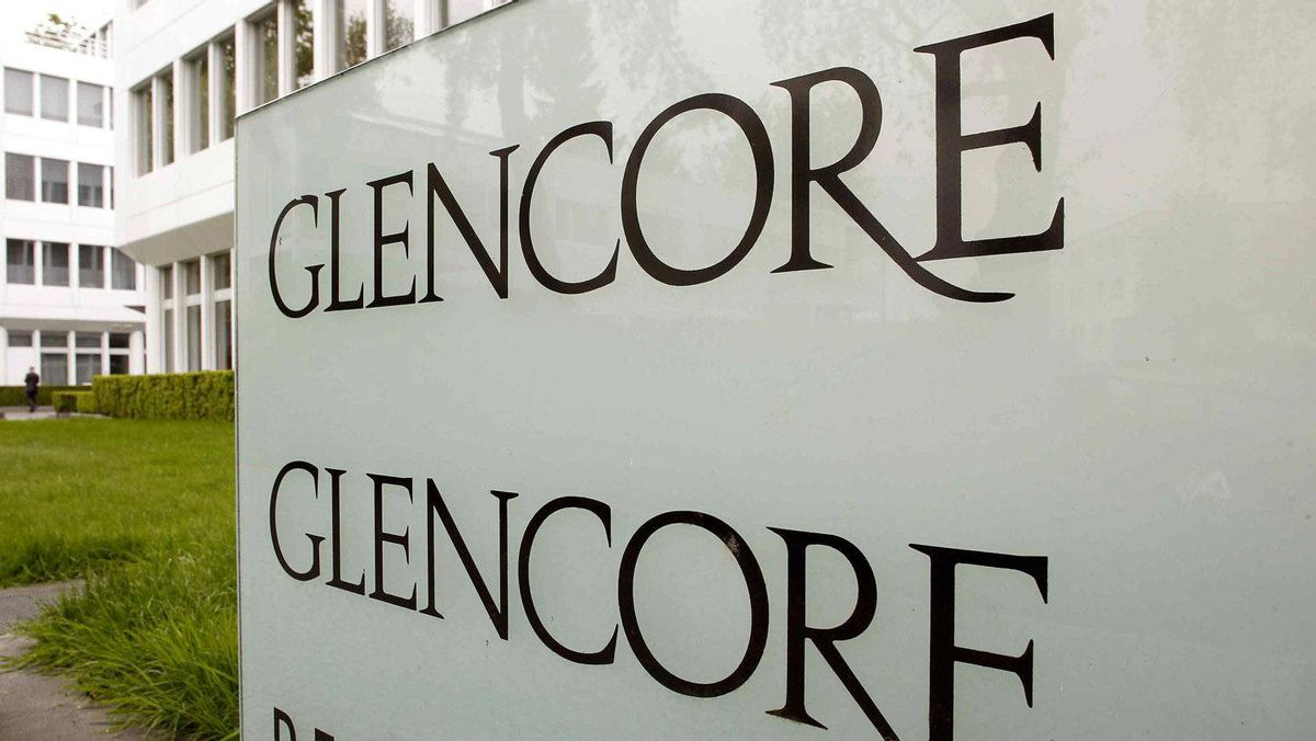 The logo of Glencore is seen in front of the company's headquarters in the Swiss town of Zug May 9, 2012. The world's largest diversified commodities trader is reportedly stockpiling zinc in Louisiana in order to take a grip on the global market.