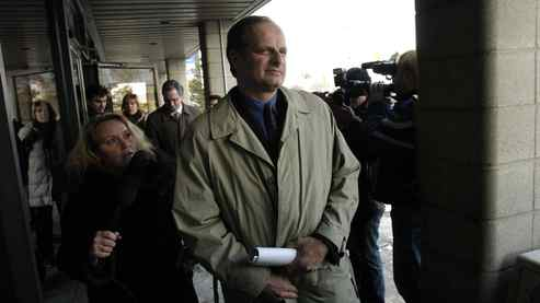 Staff Sgt. John Schertzer leaves provincial court in Scarborough after turning himself in Wednesday Jan. 7, 2004.