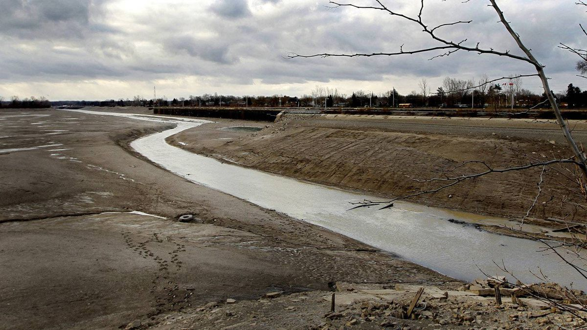Water moves only in the lowest level in the Welland Canal in early January. The lower portion of the 44-kilometer canal - from lock #7 north to beyond lock #1 is closed for about three months each year to allow for annual maintenance on the locks.