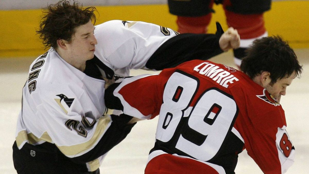 Pittsburgh Penguins' Colby Armstrong (L) fights with Ottawa Senators' Mike Comrie during the third period in Game 2 of NHL's Eastern Conference quarterfinal hockey game in Ottawa April 14, 2007. REUTERS/Shaun Best