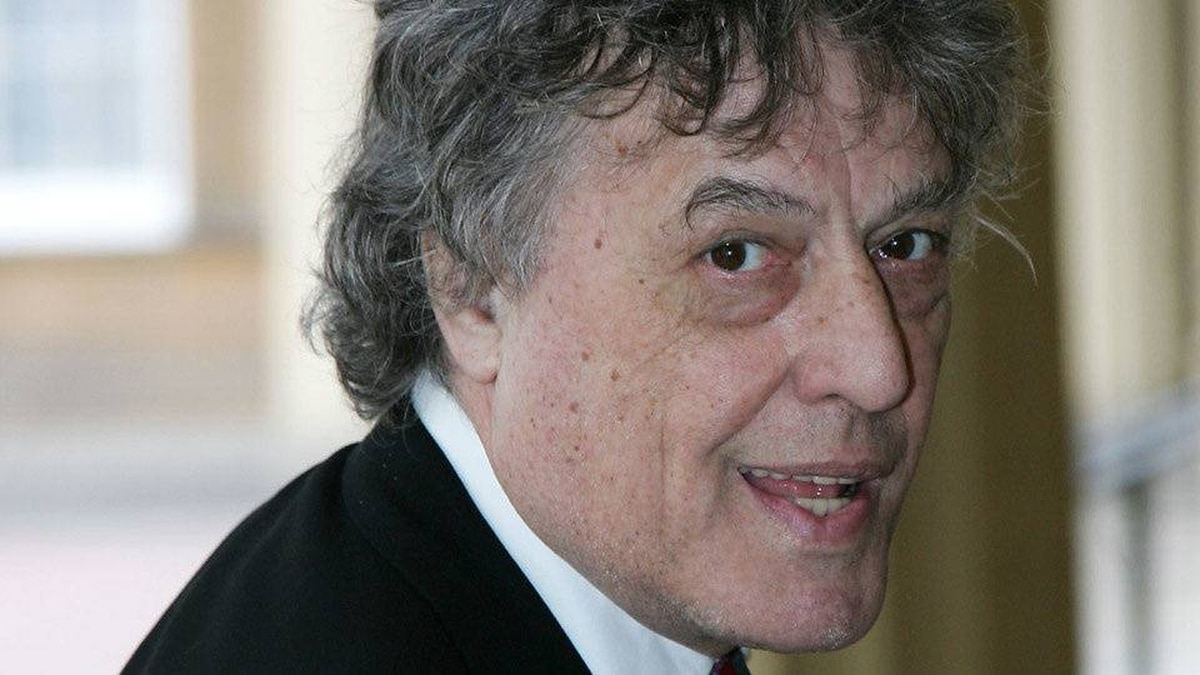 Playwright and actor Tom Stoppard arrives at Buckingham Palace in London for a reception for those 'Serving Beyond Sixty' hosted by Britain Queen Elizabeth II and Duke of Edinburgh, Thursday, May 18, 2006.