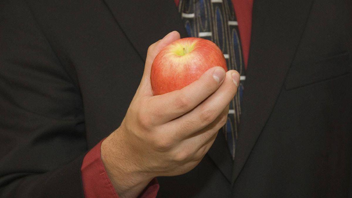 Man holding an apple.