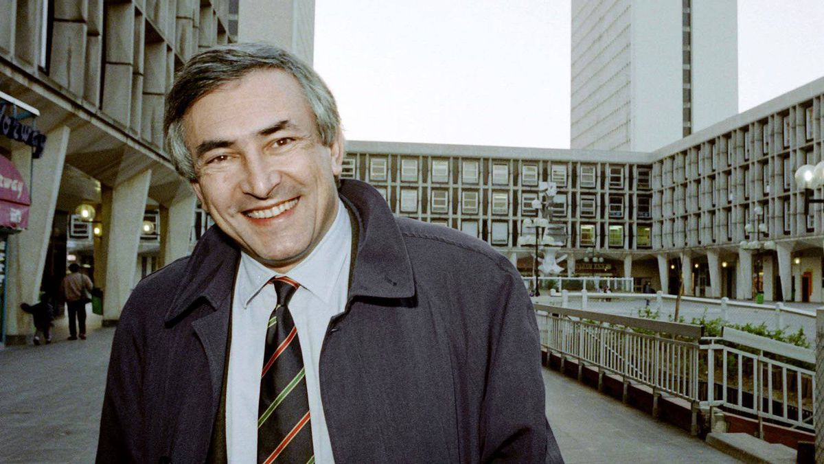 French socialist candidate Dominique Strauss-Kahn is pictured during his campaign for the next municipals elections on March 15, 1990 in Sarcelles.