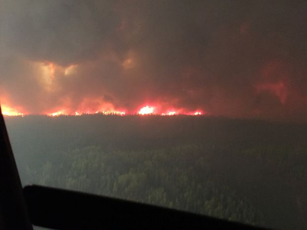 5,000 Albertans forced from homes as High Level wildfire rages on