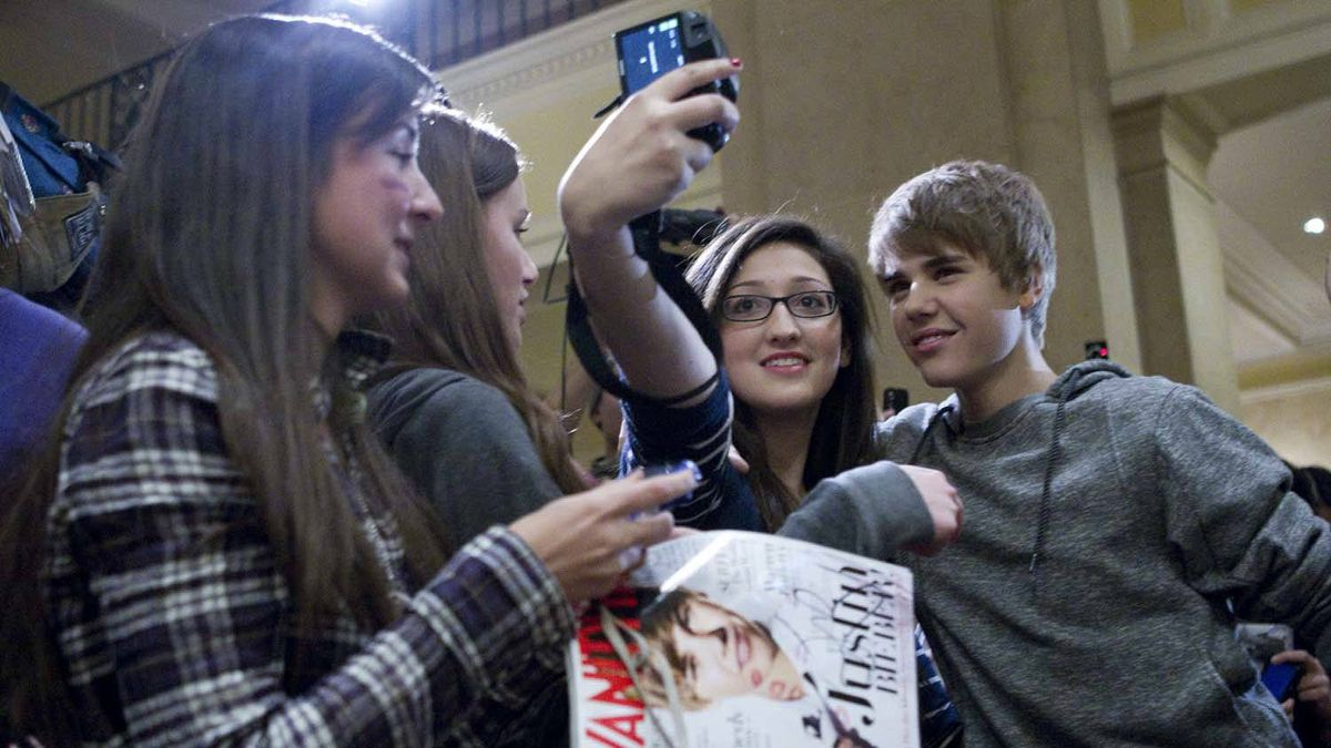 Justin Bieber poses for a photo with 16-year-old Sarah Gordon.
