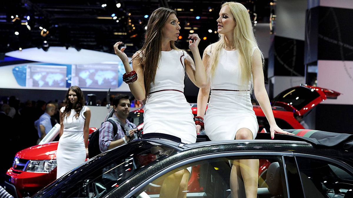One visitor at the 2011 Frankfurt auto show is clearly impressed by the view