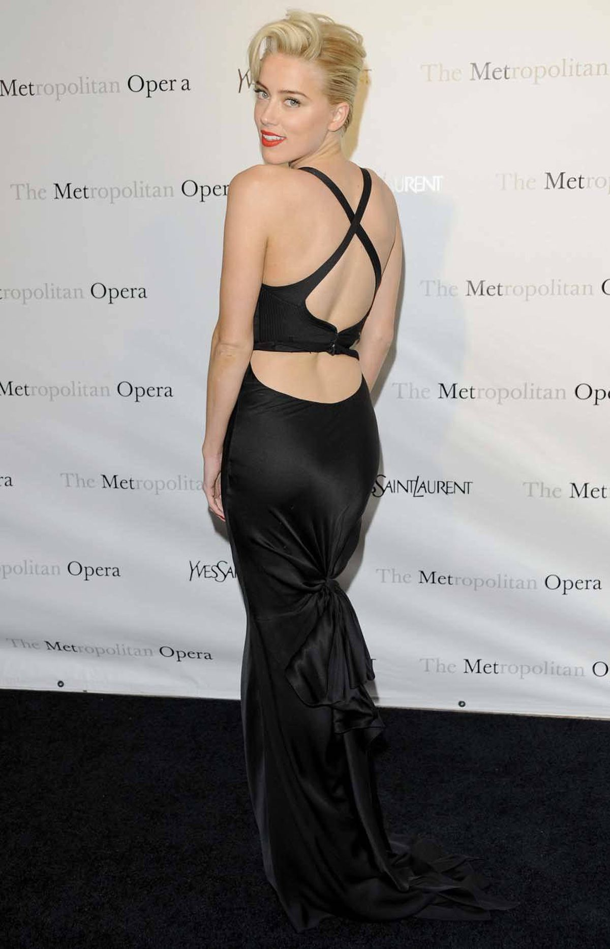 "Actress Amber Heard also attends the incredibly boring Metropolitan Opera gala premiere of Jules Massenet's ""Manon"" at Lincoln Center on Monday."