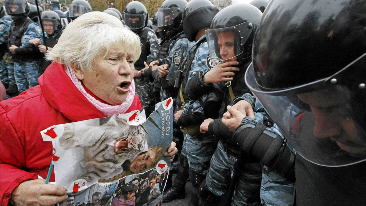 A supporter of Ukrainian former prime minister Yulia Tymoshenko shouts at riot police during a rally near the Pecherskiy district court in Kiev October 11, 2011. Ukrainian President Viktor Yanukovich hinted at possible imminent changes to the law which may benefit former prime minister Yulia Tymoshenko, convicted on Tuesday of abuse-of-office and sentenced to seven years in jail.