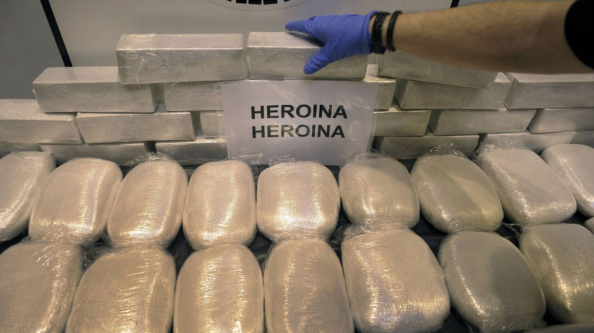An officer of the General Criminal Investigation Unit (UICG) of the Basque regional police Ertzaintza shows heroin seized following the three-month surveillance Operation Outage in Bilbao April 12, 2012. Forty-nine kilos of heroin, cocaine, scales, laptops and cutting agents were found following the arrests of three women from Guinea-Bissau.