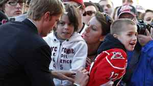Carolina Hurricanes Eric Staal signs an autograph as he arrives for the NHL All-Star hockey skills competition in Raleigh, North Carolina, January 29, 2011. REUTERS/Ellen Ozier