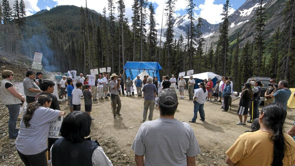 A blockade to stop road construction lasted eight weeks.