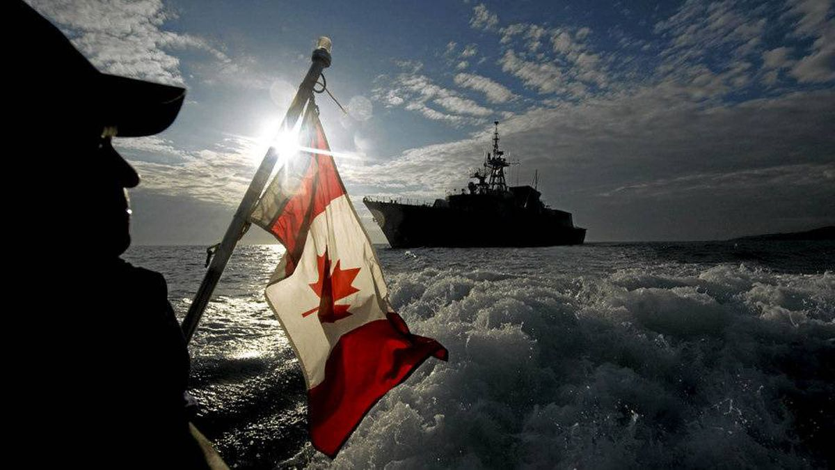 Members of the Force Protection onboard Her Majesty's Canadian Ship (HMCS) Halifax are getting ready to go ashore in Jacmel area.