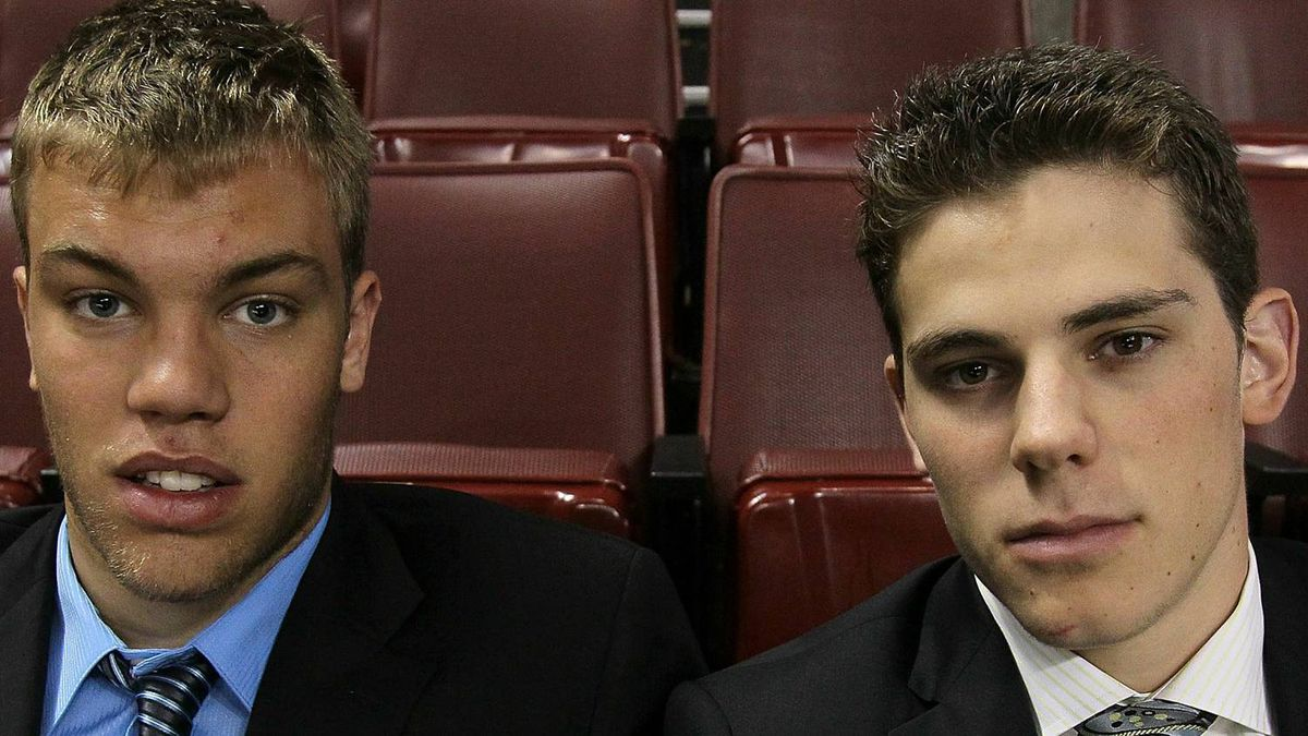 NHL top prospects Taylor Hall (L) and Tyler Seguin pose before Game Four of the 2010 NHL Stanley Cup Final at Wachovia Center on June 4, 2010 in Philadelphia, Pennsylvania. (Photo by Jim McIsaac/Getty Images)