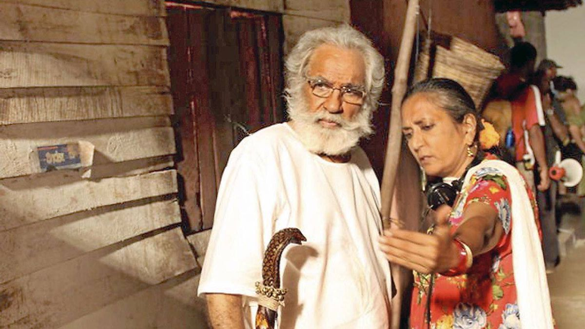 The director with actor Kulbushan Kharbanda: At one point during the shoot, the Sri Lankan government withdrew permission to film after Iran expressed its displeasure with the Rushdie-penned project.