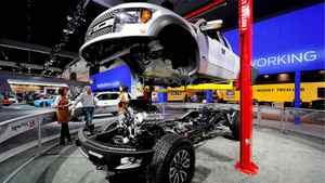 Ford F-150 Raptor SVT pickup truck