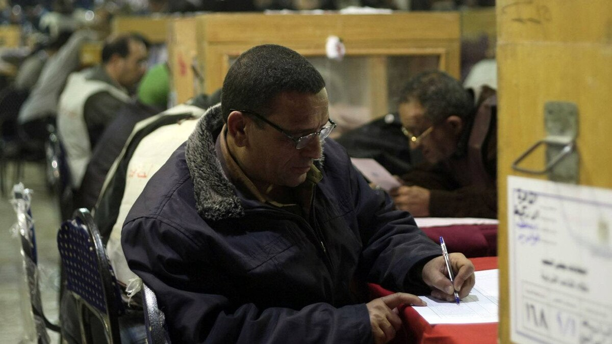 Egyptian election officials count ballots at the end of the second voting day in Cairo on November 29, 2011.
