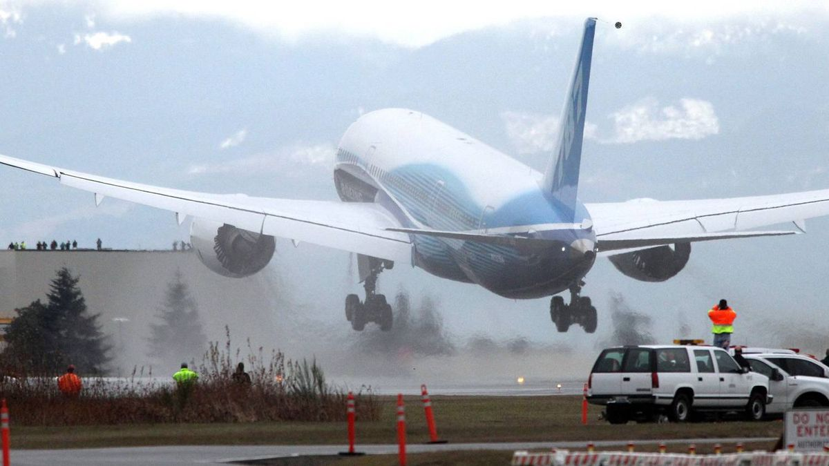The Boeing Dreamliner takes off on its first flight