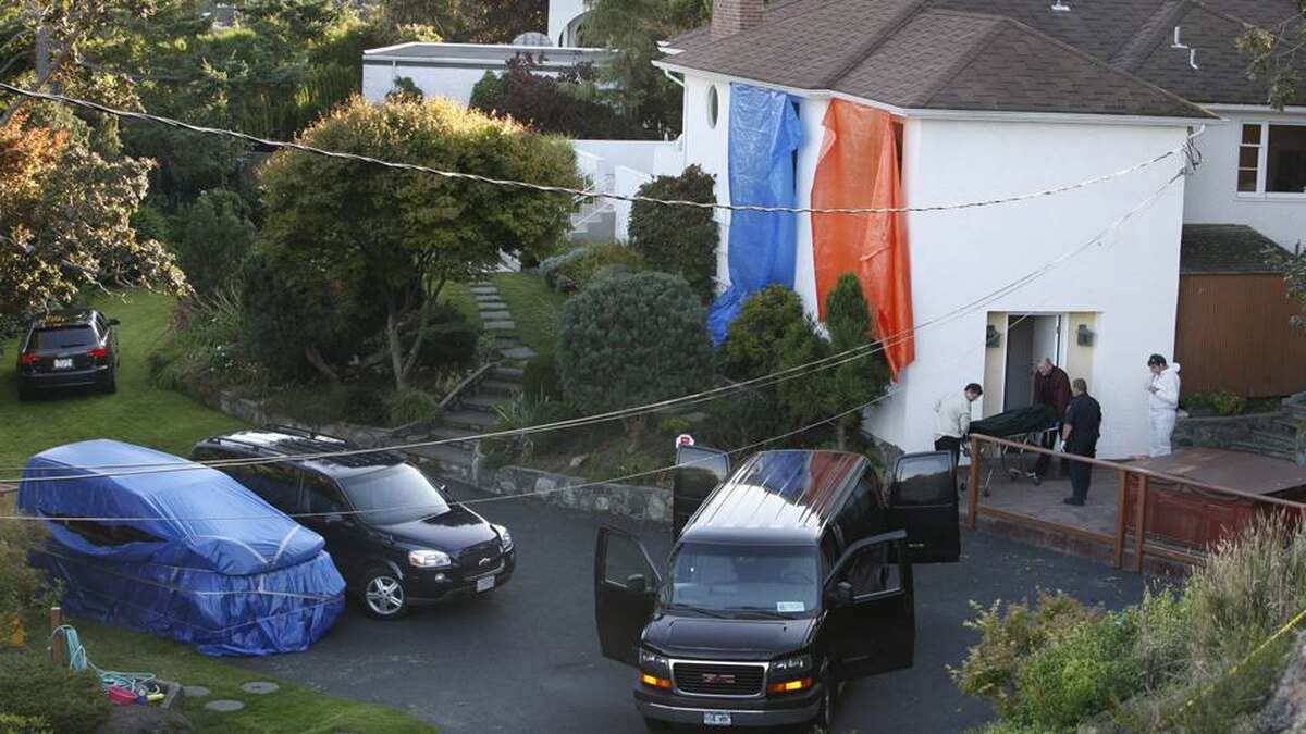 VICTORIA, BC (September 5, 2007) - One of the five bodies is removed from the house at 310 King George Terrace in Oak Bay where five people died in a murder/suicide.