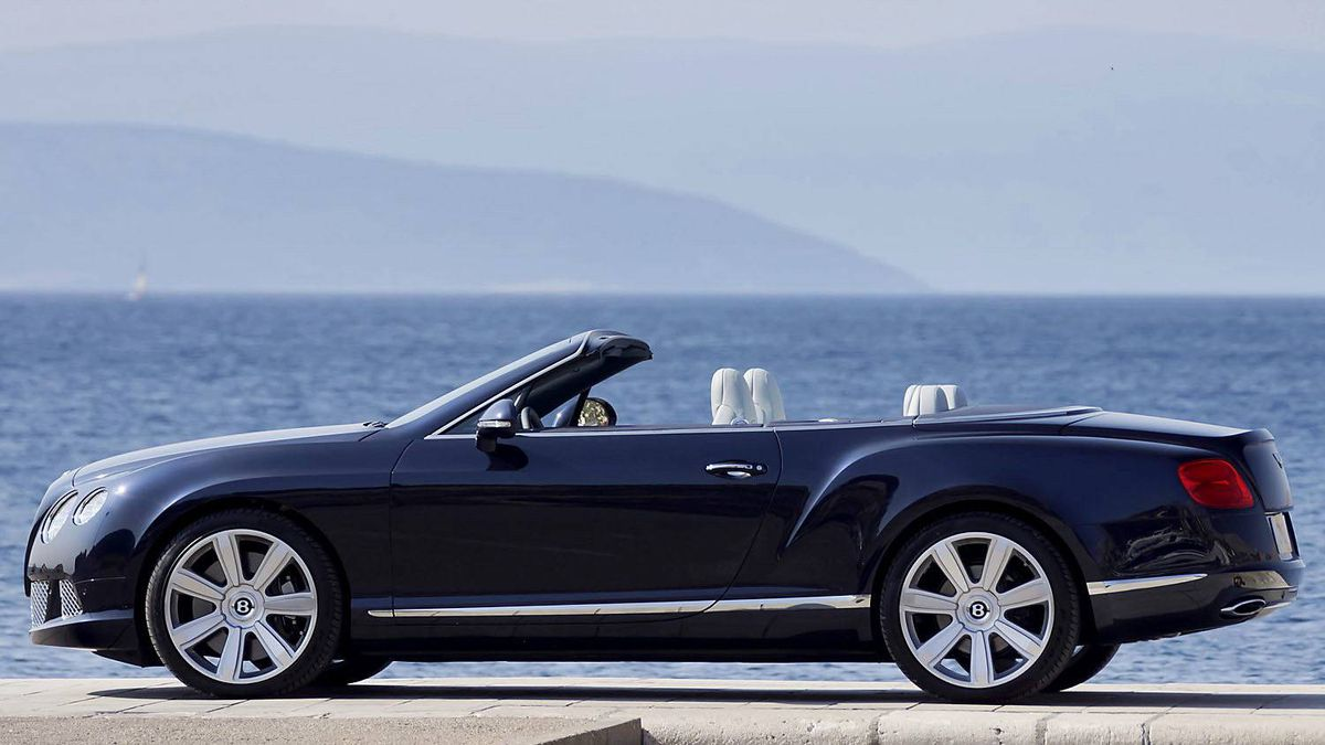 2012 Bentley Continental GTC: Fuel consumption in the city is 21.38 litres per 100 km. In comparison, a Ford Focus uses 8.5 litres per 100 km in city driving.