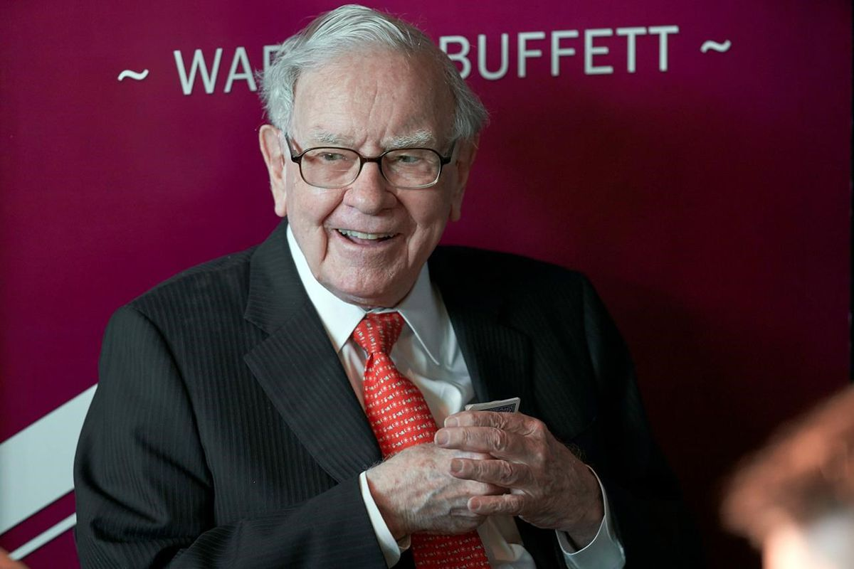 Warren Buffett praises performance but offers no surprises in annual letter