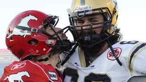 Calgary Stampeders' quarterback Drew Tate (L) sends a kiss towards Winnipeg Blue Bombers' Glenn January after the Stampeders defeated the Blue Bombers 30-24 in their CFL football game in Calgary, Alberta, November 5, 2011. REUTERS/Todd Korol